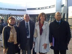 À l'entrée du collège Jean Jaurès ce matin, le Maire Xavier Lemoine, l'Inspectrice d'Académie adjointe, Anne Marie Bazzo, le Principal Franck Lorenzi et moi même