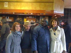Visite du centre commercial en compagnie de M. Traoré, conseiller municipal de Montfermeil et d'Elodie Rougé, directrice de la politique de la ville à la mairie.