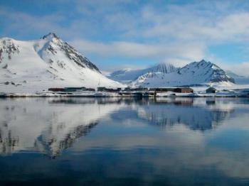 le fjord de ny aalesund kongsfjorden fullipev Le Svalbard peut il être un modèle douverture internationale ?